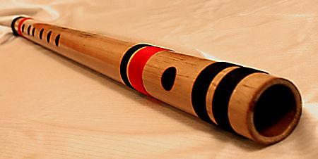 El bansuri y su melodía son protagonistas en la canción Tempestad del álbum Amar nacer
