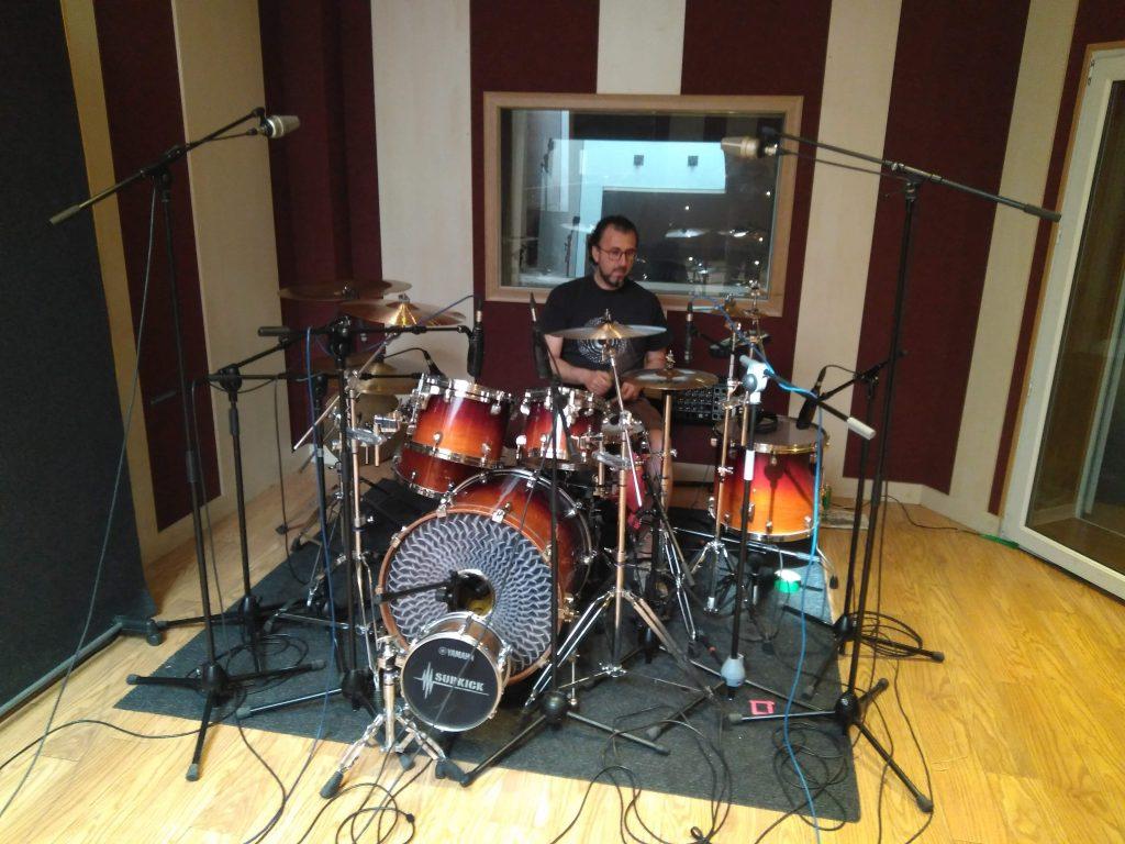 Innerlands incorporó la batería a su instrumentación a través de la canción